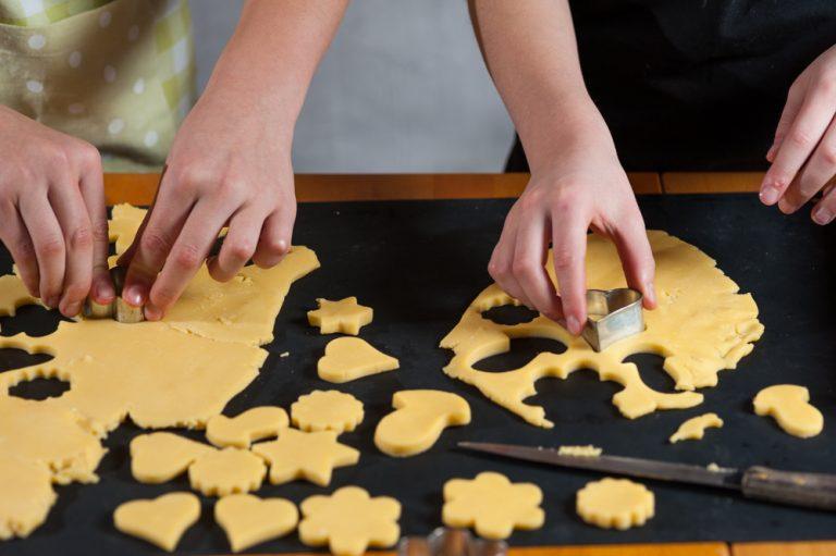Kuhajmo z otroki: masleni piškotki