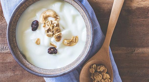 Slowenen, die für ihre Bio-Milchprodukte ausgezeichnet werden