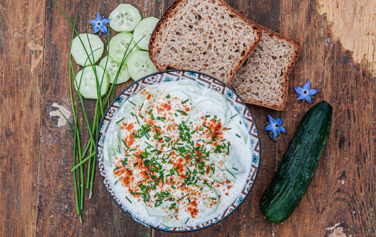 MLEJČNE UGORKE, tradicionalna prekmurska kumarična jed, tokrat pripravljena s kefirjem