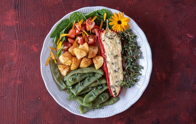 Pečene polnjene paprike s skuto in mladim sirom Notranjska kajla